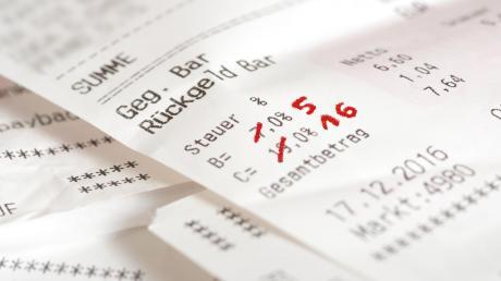 Wenn die Mehrwertsteuer sinkt, wird vieles billiger, so viel ist klar. Aber dann wird es kompliziert.
