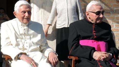 Zwei Brüder, zwei Männer Gottes: Der eine, Joseph Ratzinger (links), wurde Papst; der andere, Georg, ein ausgezeichneter Kirchenmusiker.