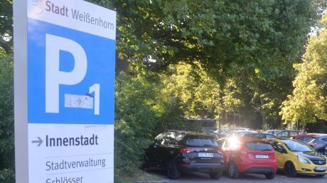 Der Parkplatz an der Weißenhorner Stadthalle ist tagsüber oft voll belegt.