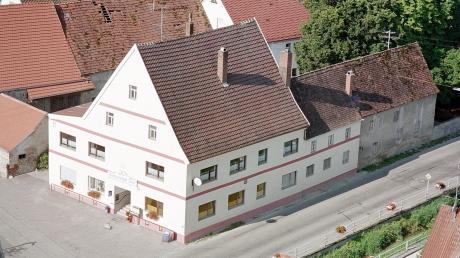Das ehemalige Gasthaus Adler in Haunsheim hat eine lange Tradition. Hier ein Bild aus dem Jahr 2001, aufgenommen vom Kirchturmgerüst.
