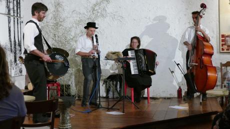 """""""A Glezele Vayn"""" sind im Konzertstadel in Reimlingen aufgetreten. Sie bereiteten dem Publikum einen unterhaltsamen Abend."""