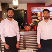 Die Brüder Jahanzaib (links) und Shanzaib Malik leiten das indische Restaurant Masala in Schwabmünchen.