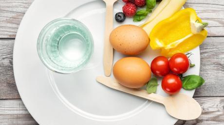 Beim Intervallfasten gibt es längere Phasen ohne Mahlzeiten.