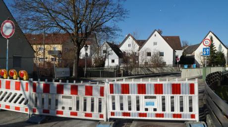 An der Gundelfinger Grünbaumbrücke haben bereits die Arbeiten begonnen.