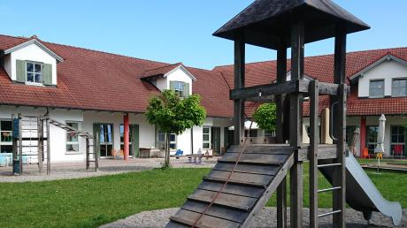 Den Kindergarten in Egling betreibt noch die Gemeinde. Das soll sich ab September aber ändern. Eltern kritisieren den geplanten Trägerwechsel.