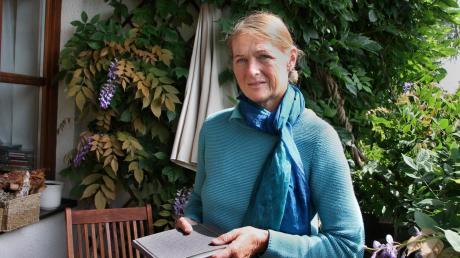 Dietlind Sadowsky malt bei ihren Naturstudien auch Insekten und Pflanzen. Besonders haben es ihr aber die Berge angetan. Bei Wanderungen lässt sie sich von ihrer Umgebung inspirieren.