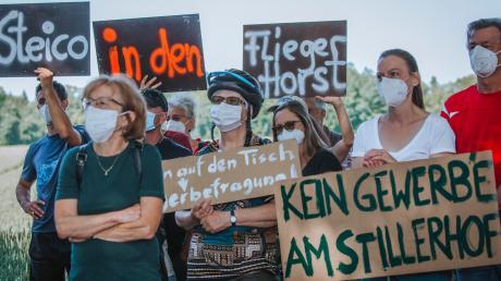 Viele Bürgerinnen und Bürger sind gegen die Ansiedlung des Dämmstoffherstellers Steico beim Stillerhof auf Penzinger Flur. Seit der Demonstration im Juli ist die Kritik nicht verstummt, nun werden Unterschriften gesammelt.