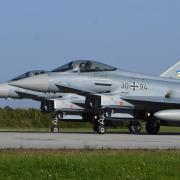 Die Eurofighter, die eigentlich in Neuburg stationiert sind, starteten zuletzt auf dem Lechfeld. Die Sanierung der Start- und Landebahnen in Neuburg ist inzwischen abgeschlossen.