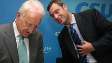Noch nicht restlos vom Gesundheitskompromiss überzeugt: CSU-Chef Edmund Stoiber und sein Generalsekretär Markus Söder (Archivbild).