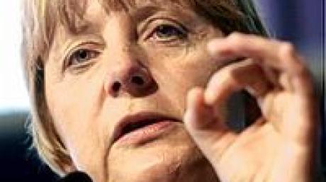Die CDU-Bundesvorsitzende Angela Merkel spricht am Freitag (06.05.2005) in Dortmund auf einer Wahlkampfverantstaltung der CDU Dortmund. Am 22. Mai wird in Nordrhein-Westfalen ein neuer Landtag gewählt. Foto: Bernd Thissen dpa/lnw +++(c) dpa - Bildfunk+++