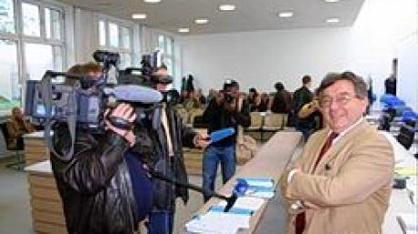 Plöckl-Prozess vor dem Landgericht IngolstadtPlöckl gibt sich zuversichtlich - mehr Medienvertreter als Zuhörer im Gerichtssaal