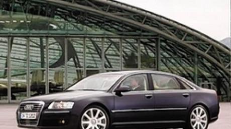 Audi A8 6.0 L 2004 Seite schräg