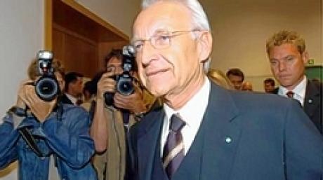 Prozeß wegen Steuerhinterziehung gegen Max Strauß vor dem Augsburger Landgericht Als Zeuge trat Ministerpräsident Edmund Stoiber auf Bild Fred Schöllhorn