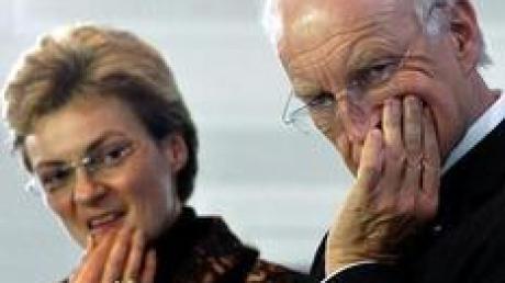 Ratlos: Bayerns Kultusministerin Monika Hohlmeier (CSU) und der bayerische Ministerpräsident Edmund Stoiber (CSU).