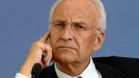Ein gutes Jahr nach seinem Berliner Debakel ist Bayerns Ministerpräsident Stoiber erneut in schwerste Turbulenzen geraten.