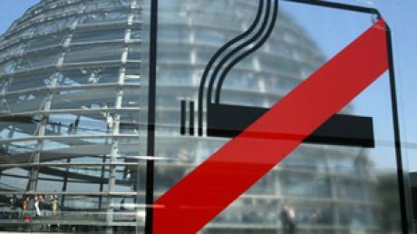 Auch im Berliner Reichstag ist an den meisten Stellen das Rauchen längst verboten.