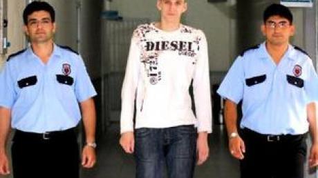 Marco sitzt in einem türkischen Gefängnis