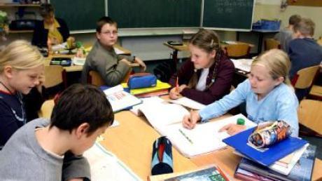 Deutsche Schüler (Archivbild) sollen künftig aus einheitlichen Büchern lernen.