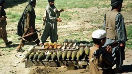 Taliban-Kämpfer in Afghanistan (Archivbild): Der deutsche Ingenieur Rudolf B. ist noch immer in ihrer Gewalt.
