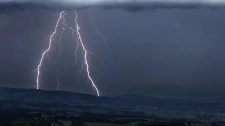 Über Bayern sind schwere Unwetter niedergegangen. (Symbolbild)