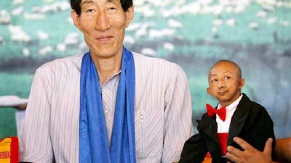 236 Meter Größter Mann Der Welt Ist Ein Chinese Promis Kurioses