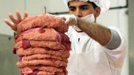 Fast 150 Tonnen Schlachtabfällesollen zu lebensmitteltauglichem Fleisch umetikettiert und anDöner-Produzenten verkauft worden sein.