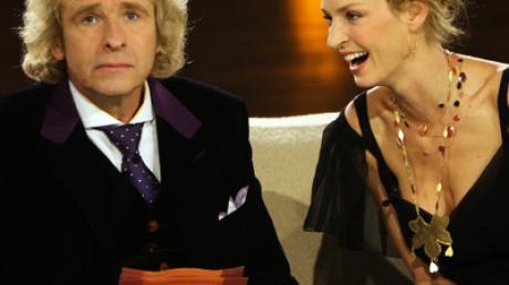 """Thomas Gottschalk begrüßte Hollywood-Star Uma Thurman auf seiner """"Wetten dass...?""""-Couch."""