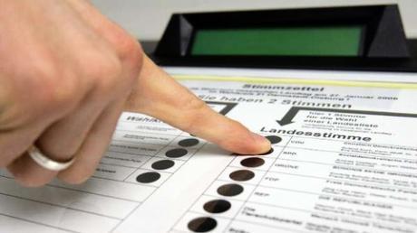 Schwere Bedenken: Das Bundesverfassungsgericht  stoppte 2009 den Einsatz von Wahlcomputern. Doch die Geräte sind nicht die einzige Möglichkeit der elektronischen Stimmabgabe.