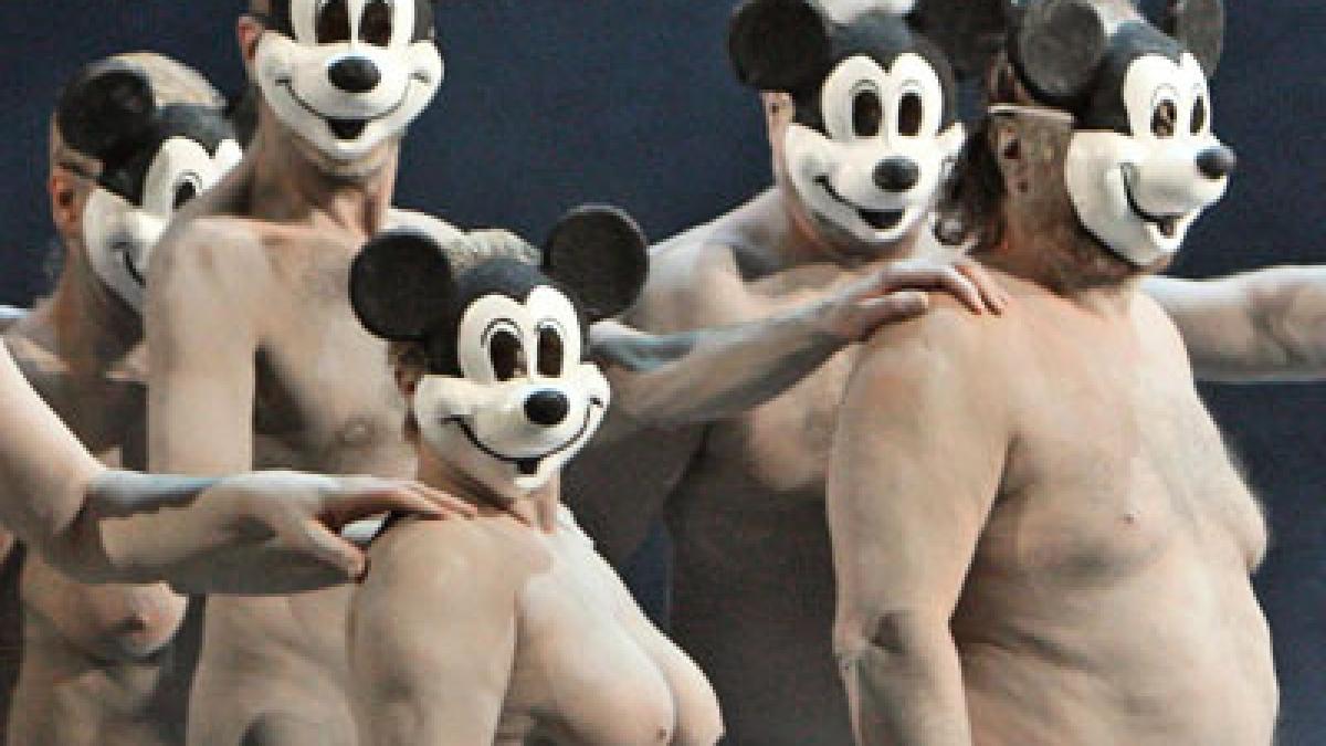 nackt auf theaterbühne