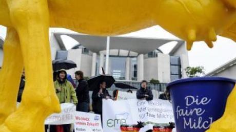 Milchbäuerinnen protestieren vor Kanzleramt