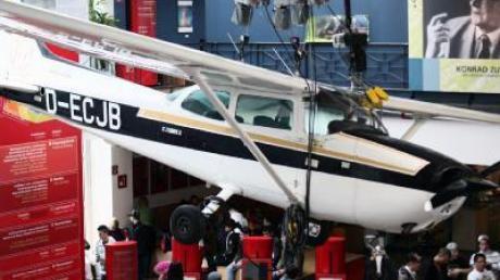 Kreml-Flieger Rust besucht seine Cessna in Berlin