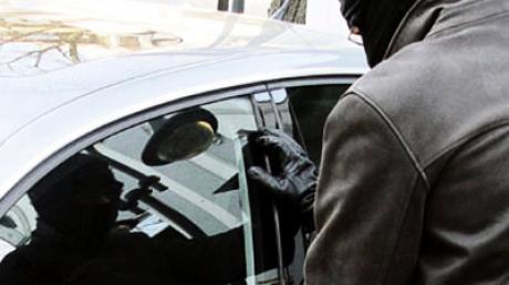 Ein Serien-Autoknacker steht in Neu-Ulm vor Gericht.