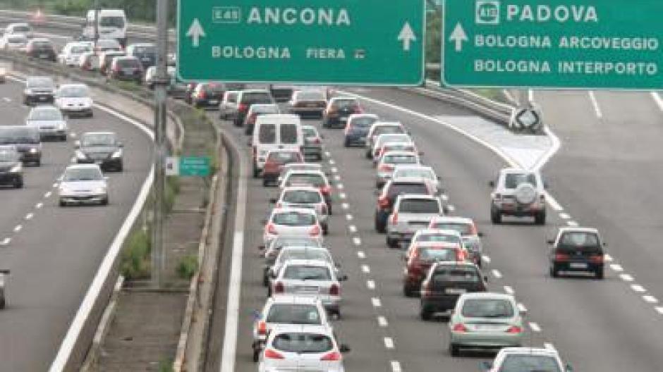 Tankstellen Streik Behindert Reiseverkehr In Italien Augsburger