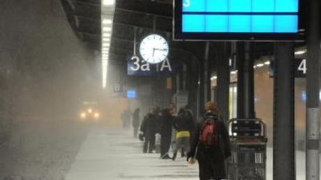 Schaffnerin wirft 16-Jährige in Eiseskälte aus Zug