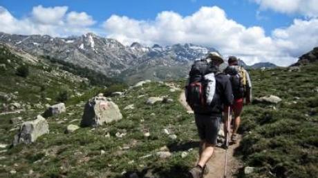 Korsika zu Fuß: Einsame Pfade und großer Wanderzirkus