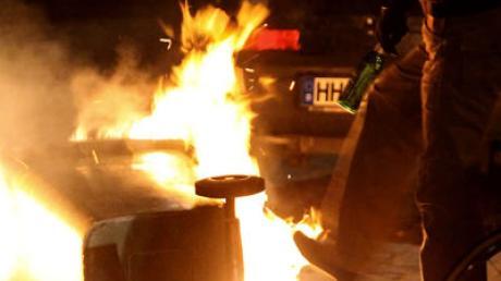 Symbolfoto: Zwei Passanten konnten in Illertissen eine brennende Mülltonne löschen.
