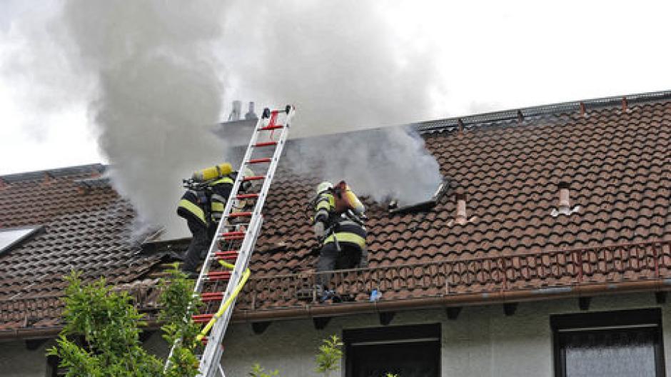 Feuerwehreinsatz Munchen 100 000 Euro Schaden Bei Wohnhausbrand