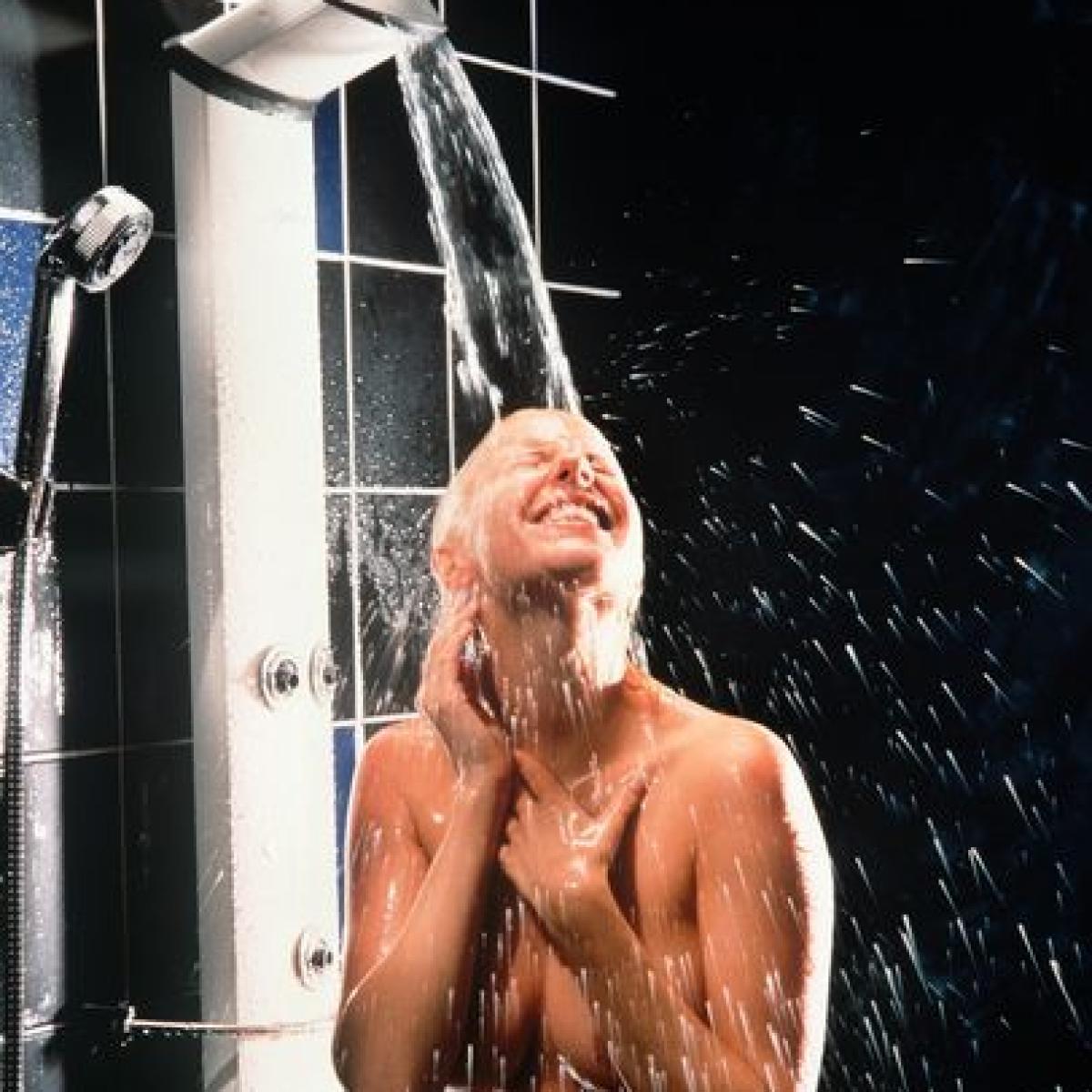 Duschen gemischte Gemeinschaftsdusche im