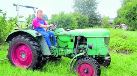 Der Ackerschlepper, ein Deutz 2505 ist völlig unrestauriert. Dieter Pistel arbeitet mit dem Traktor oft am Kartoffelacker, den man im Hintergrund sieht.