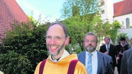 Pfarrer Daniel Schmitt wurde in sein Amt als Pfarrer der Pfarreiengemeinschaft Reimlingen eingeführt. Foto: gne