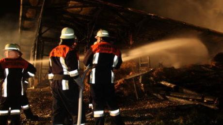 Auf dem Wengerhof in Mittelneufnach ist in der Nacht zum Sonntag ein großer Heustadel abgebrannt