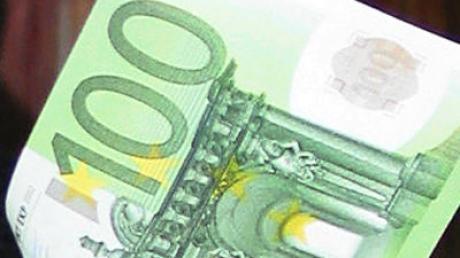 Ein Achtjähriger hat in Pfersee hundert Euro auf der Straße gefunden - und sie bei der Polizei abgegeben.