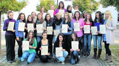 22 Mädchen sind am Maria-Ward-Gymnasium zu Mediatorinnen ausgebildet worden. Im Streitfall sollen sie vermitteln. Foto: Lena Bauer