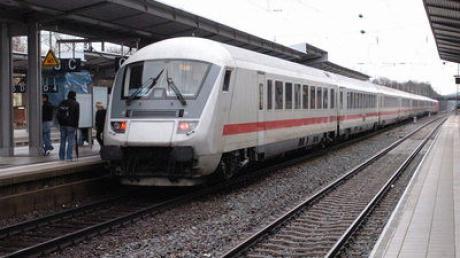Intercity-Zug Bahnhof Günzburg