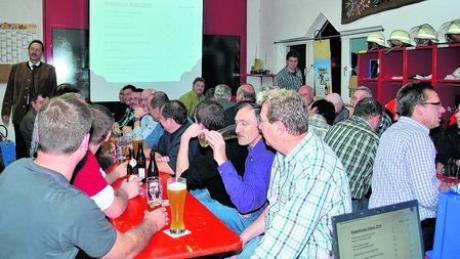 In Kötz-Ebersbach gibt es seit einiger Zeit kein Gasthaus mehr. Deshalb fand die Bürgerversammlung jetzt auch im Feuerwehrgerätehaus statt. Fotos: Irmgard Lorenz