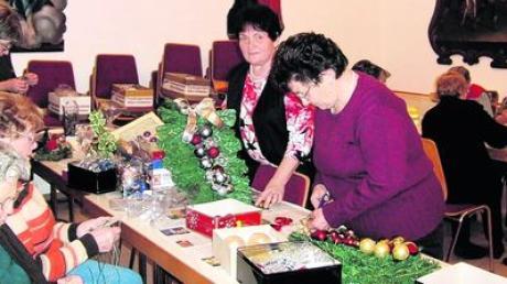 Der Katholische Frauenbund Inchenhofen hat für den Christkindlmarkt am Sonntag ein vielfältiges Angebot zusammengestellt. Foto: Sandra Schweizer
