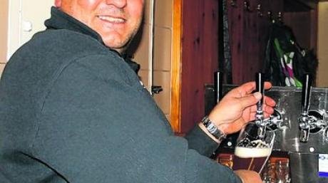 Der gebürtige Petersdorfer Mike Schlecht hat den Zahlinger Metzgerwirt übernommen. Foto: Grauer