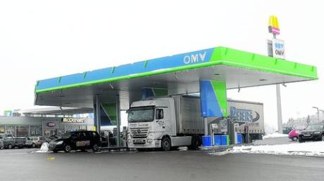 Eine Tankstelle mit Rastanlage - so wie hier in Vöhringen - will ein Investor aus dem Allgäu an der Autobahn 7 auf Höhe Nersingen errichten. Foto: Brücken