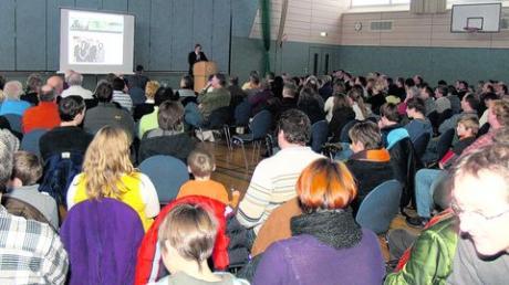 Rund 200 Bürger kamen zu einer Informationsveranstaltung der Bürgerinitiative Wemding. Die setzt sich für den Erhalt des Hallenbads ein. Fotos (2): Röhr