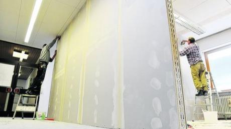 Die Theke ist weg, stattdessen wurde an der Stelle eine Wand hochgezogen. Rechts entsteht das neue Büro von Waltraud Gröger.